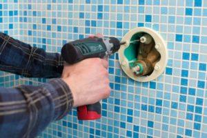 排水の詰まりや漏れの修理を業者に依頼する時のメリットや注意点!