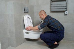 トイレのつまりはどう直せばいい?自分で行える修理方法を解説!