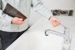 水道のつまりが発生する原因とは?修理費用はどれくらいかかるのか解説!