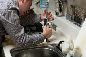 台所で水道つまりが発生した場合の対処法